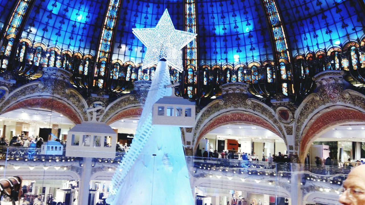 Noel aux Galeries lafayette Grandmagasins Paris Weinachtsbaum Weinachten Deconoel Sapindenoel Noël Christmas Decoration Christmas Tree Christmas Bleu Blanc Blue Blau White Weiss