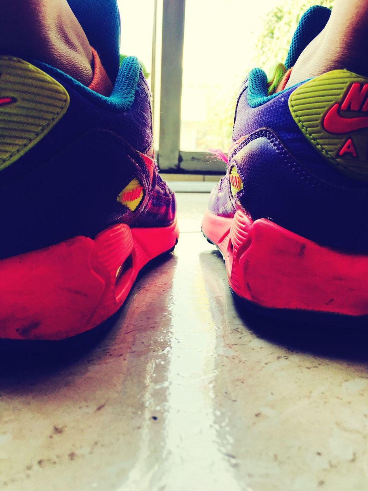 No hay prisa de llegar... 🚶🏽♀️ Women Lifestyles Disfrutando De La Vida One Person Close-up Nike Airmax Colors