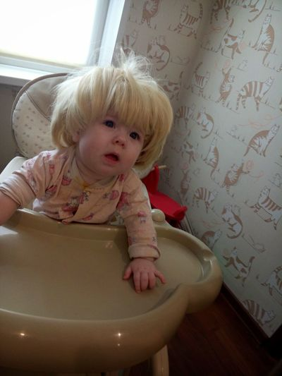 Дочка Baby Housewife Babygirl Bathroom Blond Hair Childhood Cute Day Housewife Kuzya Indoors  Lifestyles Looking At Camera One Person People Portrait Real People