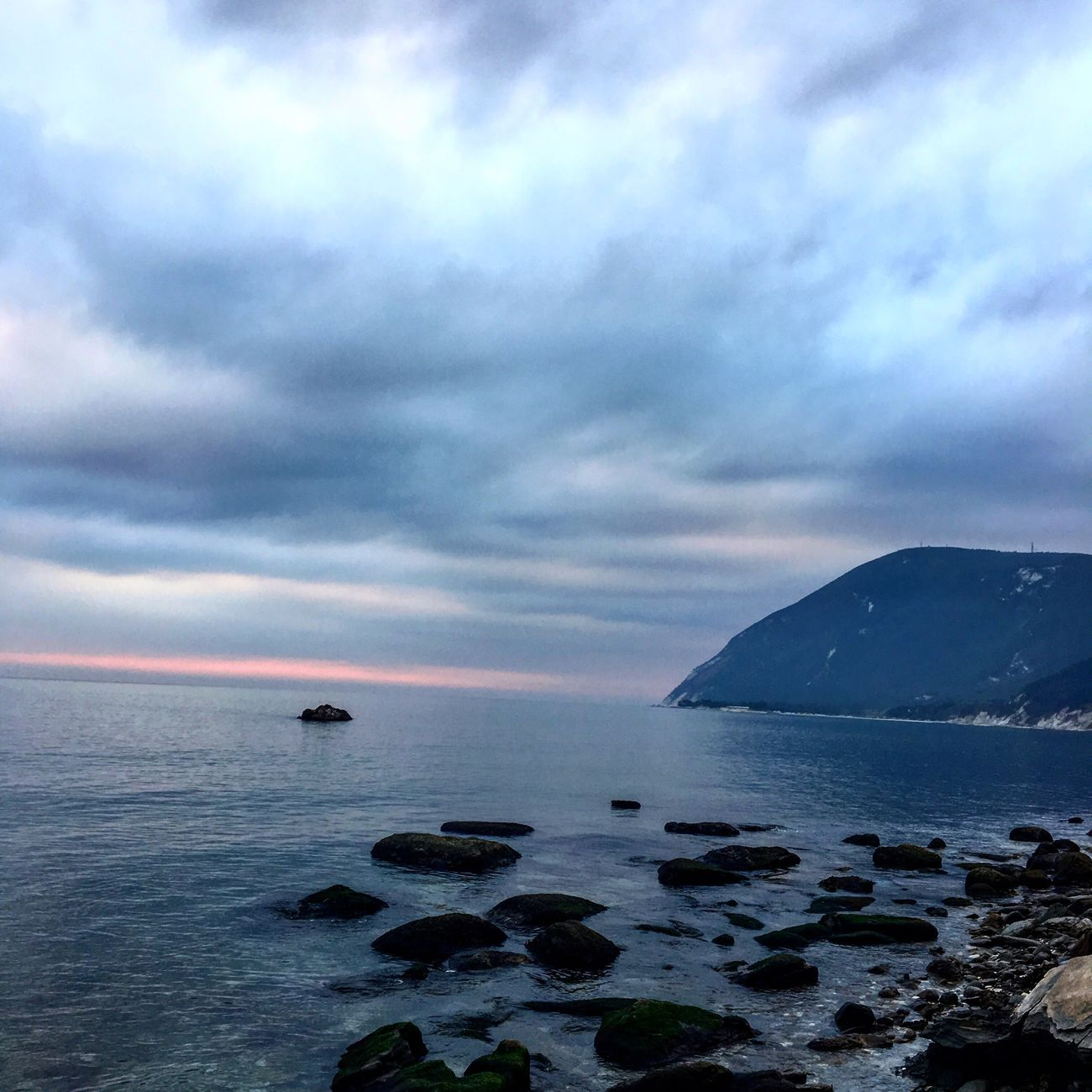 Sea Water Cloud - Sky Sky Beauty In Nature Outdoors Nature Horizon Over Water No People Scenics Tranquility Day