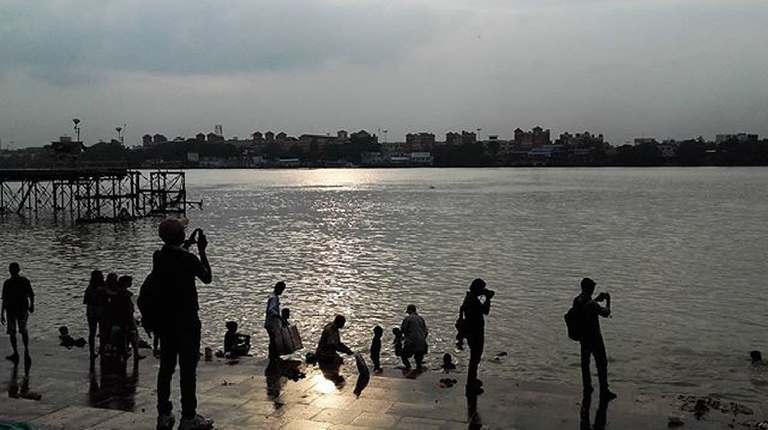 || Clicking India Clicking || . . Silhouette PeopleinSilhouette Sunset Kolkata Calcutta Calcuttakiss CalcuttaBliss Camera Click_india_click Sunkissed Sunsetsky Reflection Glitering Water People HumansofCalcutta Ghat Sokolkata GhatsofKolkata Ig_calcutta Calphotos _soi _cic _ccal _adi oye