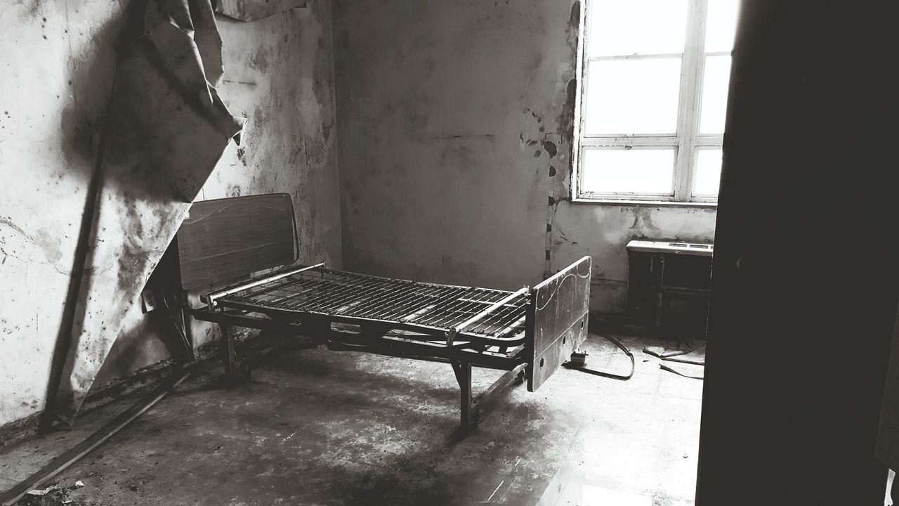 Black and white chair photography - Black White Abandoned Empty No People Creepy Atmoshpere Horror Photography Arkansas Usa Peeling Wallpaper
