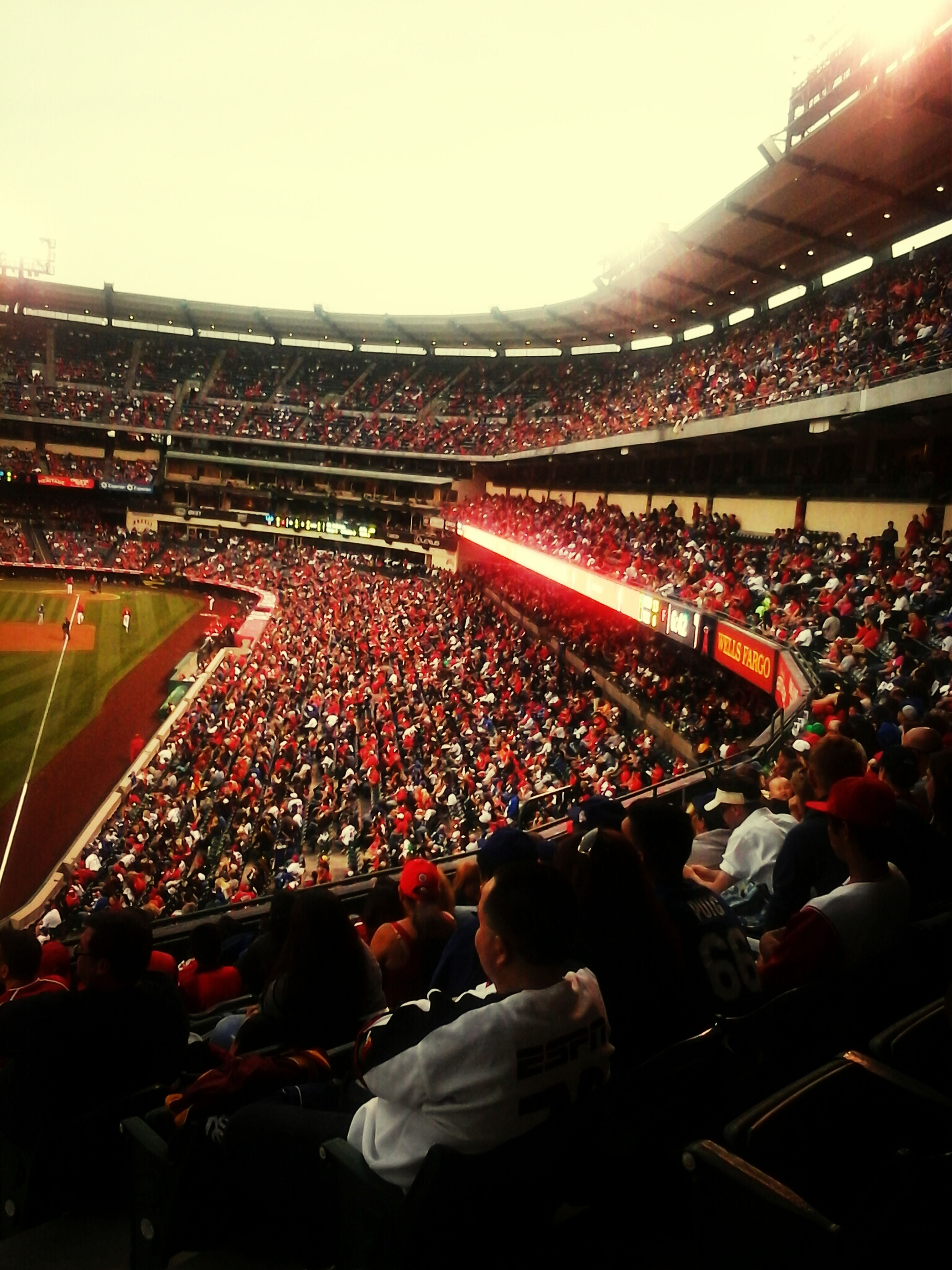 ANAHEIM ANGELS AGAINST THE DODGERS, BAD PLACE TO FEEL AN EARTHQUAKE , Baseball