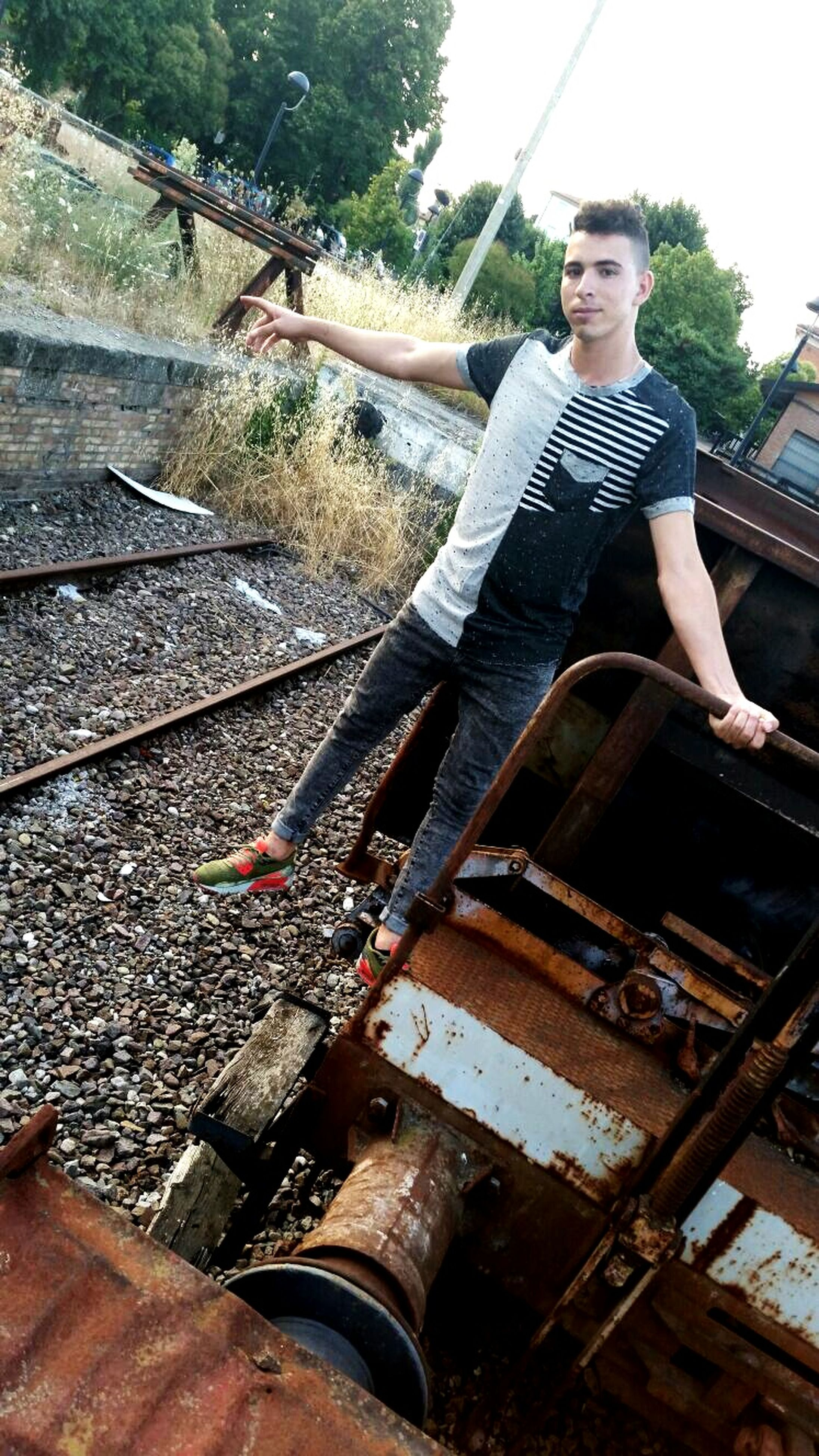 lifestyles, leisure activity, railroad track, casual clothing, day, outdoors