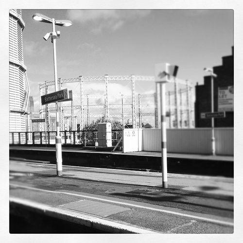 Viewsfromatrain Batterseapark Battersea Platform gas