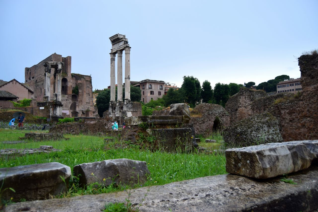 Roma Rome Italy🇮🇹 Forum Photooftheday Picoftheday Streetphotography Exploring White Marmol Walk Old Photographer Photography Ancient Architecture The Week Of Eyeem Camera Ancient Culture Stone Famous Place Rainy Days Clouds Center Ancient Ruins Bricks