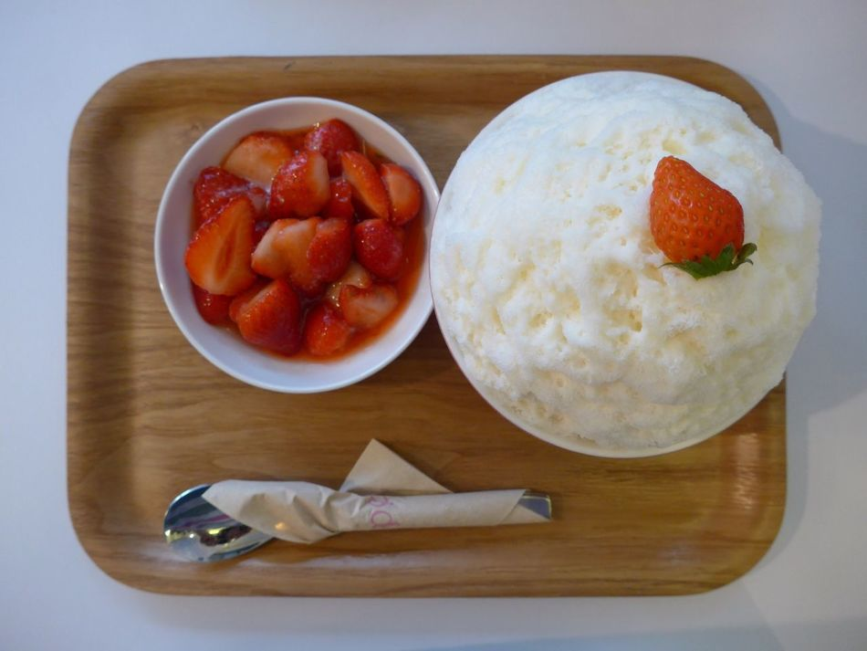 피오니 딸기빙수 Food Plate Dessert Strawberry Ice 딸기 빙수 후식 디저트 Strawberry Bing-soo Bing-soo Peony  홍대 서울 Seoul, Korea