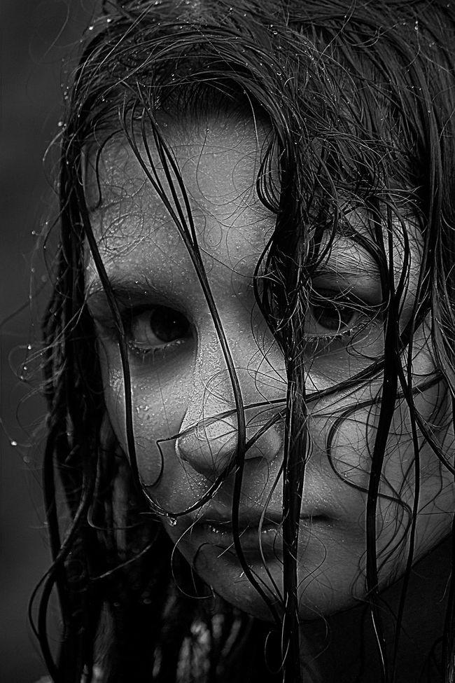 Et si tu n'existais pas, J'essaierais d'inventer l'amour, Comme un peintre qui voit sous ses doigts Naître les couleurs du jour. Et qui n'en revient pas. Face Outdoors Young Adult Portraits EyeEm Best Shots Selective Focus EyeEm Best Shots - Black + White Bw_lover Blackandwhite Monochrome Bw_collection Black And White Black & White Russia Girl Close-up Detail Digital Composite Focus On Foreground Headshot Human Face Portrait Portrait Photography Black Background https://youtu.be/0fYr5vh3wXI