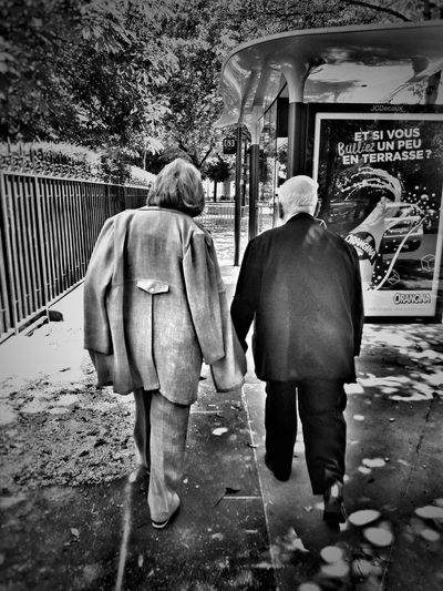 Real People Two People Day Togetherness People EyeEm Best Shots France Eye4photography  EyeEmBestPics EyeEm Paris Streetphotography Bnw_collection Blackandwhite Streetphoto_bw Bnw Tranquil Scene