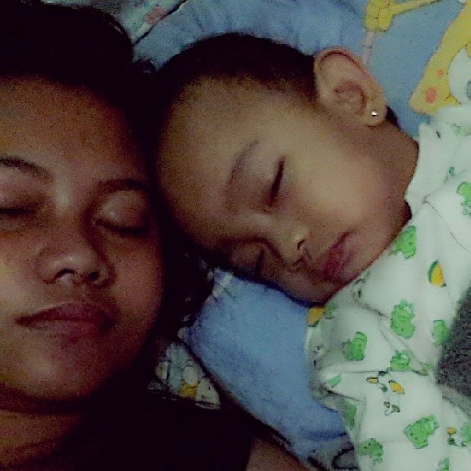 Sleeping with mi bunSo.. Baby Mothermode Igers IGDaily