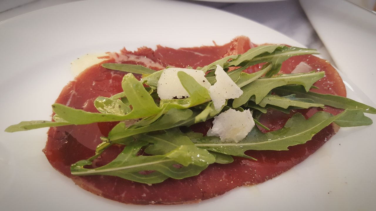 Food Food And Drink Healthy Eating Indoors  Leaf Plate No People Freshness Italian Food Close-up Ready-to-eat Day Crouton Bresaola