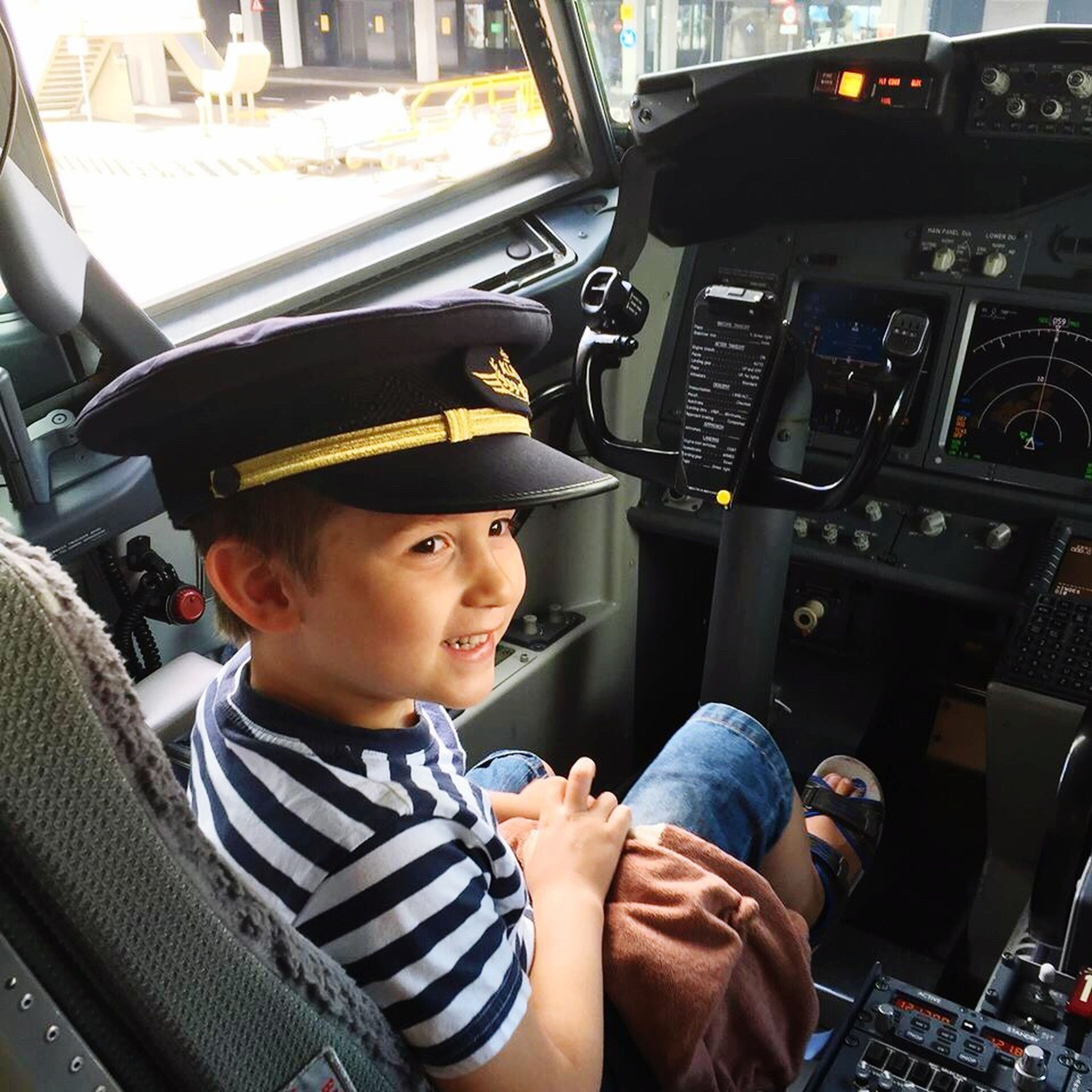 Happy pilot travelling the World at age 5
