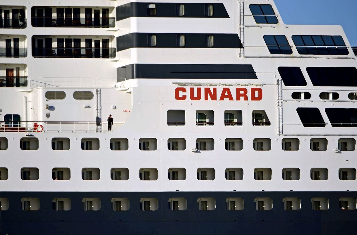 Queen Mary 2 Cunard Queen Mary Ship Ships Perspective Eyeemphotography EyeEmbestshots EyeEmBestPics Hafen Hamburg EyeEm Gallery Lines Habour Hafen