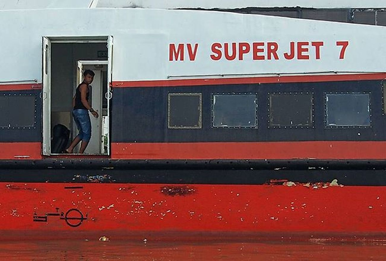 He was a crew MV. Superjet, This Ferry everyday carrying passengers and departs from the port of Sri Bintan Pura Tanjungpinang city towards the port city of Dabo Jagoh in Singkep island the district of Lingga. journey time takes about 5 hours. Dia adalah seorang kru mv. superjet, kapal cepat ini tiap hari membawa penumpang dan berangkat dari pelabuhan Sri Bintan Pura Tanjungpinang menuju pelabuhan Jagoh di kota Dabo Pulau Singkep Kab. Lingga. perjalanannya memakan masa sekitar 5 jam. Dailylife Wonderfulkepri  Explorekepri Indonesia_photography Kompasnusantara Pewartafotoindonesia Natgeonesia 1000kata Wonderfulindonesia Serikat_FI_Indonesia IndonesiaOnly Photooftheday Thephotosociety Mirrorlesscamera Olympusomd Em5 Olympusomdem5 Olympusuk Getolympus
