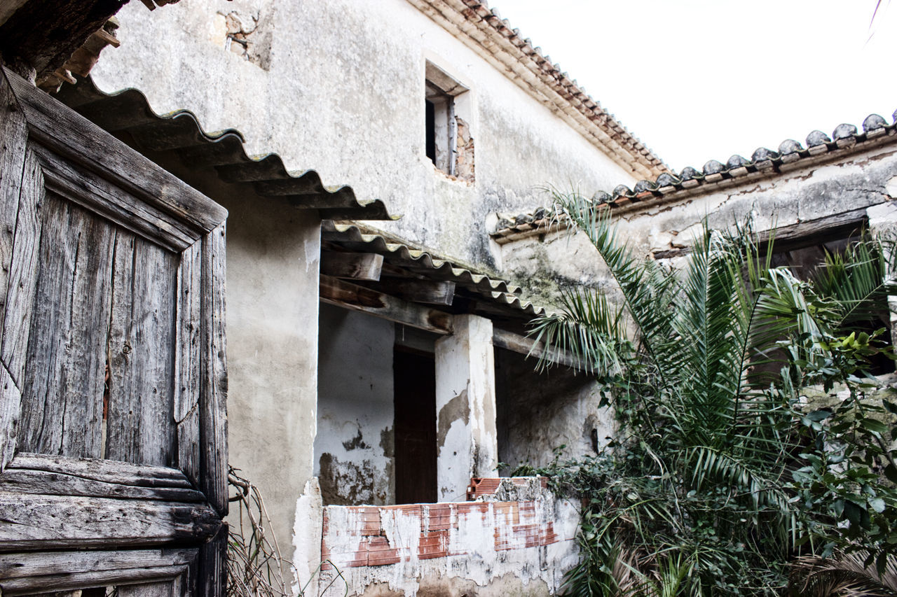 architecture, built structure, building exterior, house, abandoned, no people, window, day, residential building, outdoors