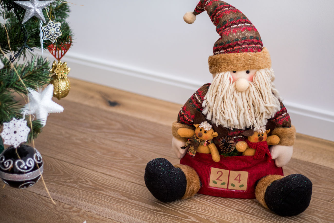 Christmas Christmas Decoration Winter Celebration Tree Indoors  Warm Clothing Christmas Ornament Day House Architecture Navidad Toy No People Holiday - Event Christmas Tradition Santa Claus Santa Decoracion Navideña Home Interior Interior Architecture Toys Close-up Traveling Home For The Holidays