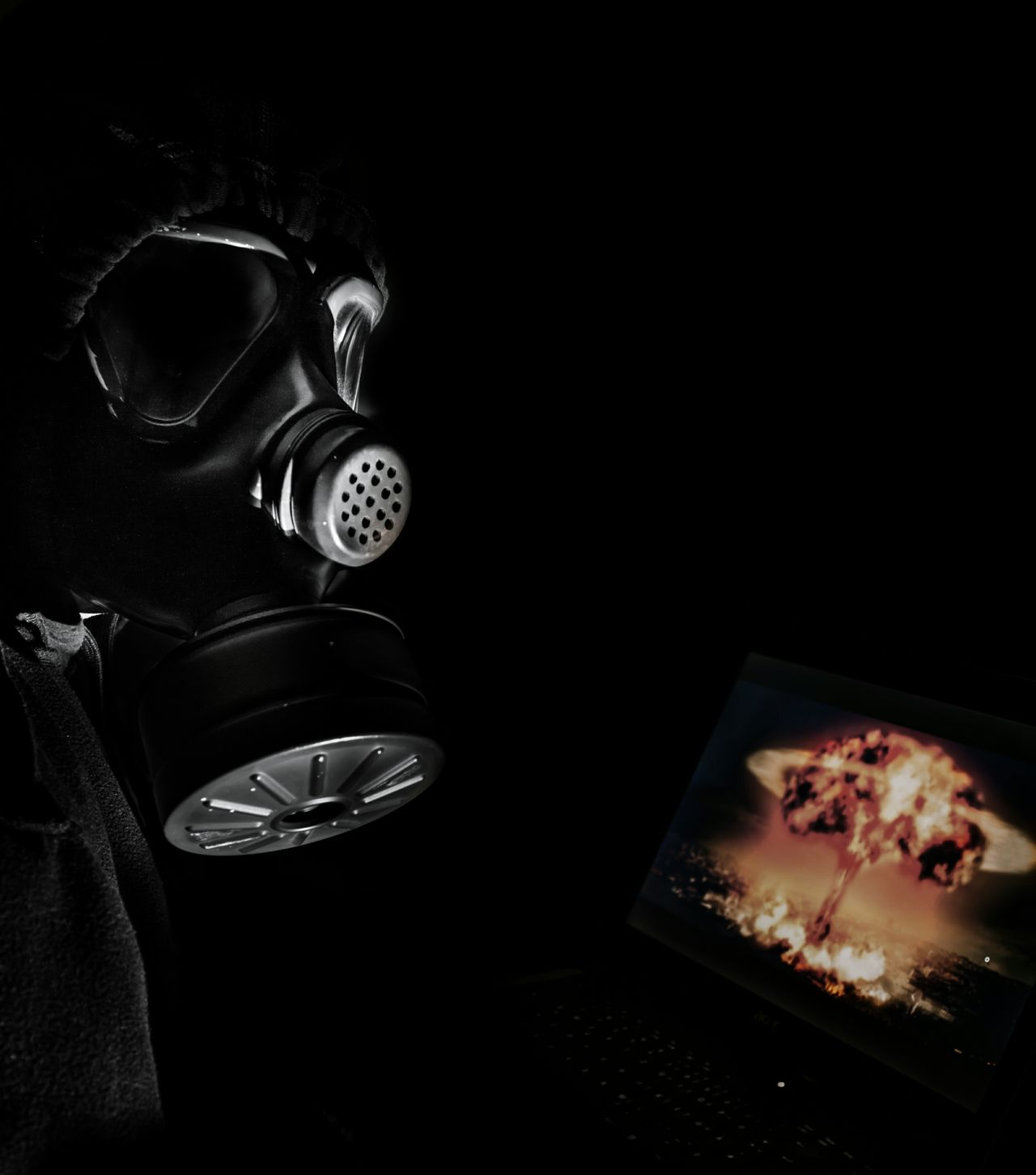 Technology Black Background Gasmask Endoftheworld Watch The World Go Up In Smoke Atomic Explosion