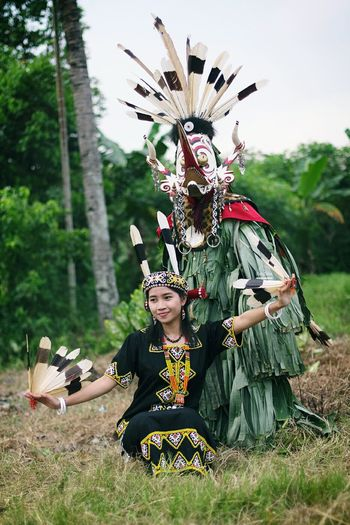 Dayak Girl and Hudoq Dancer Culture Tribes Ethnography Ethnic Tradition Dancer Dayak Culture Dayakbahau Hudoq Eastkalimantan  Canon60d INDONESIA