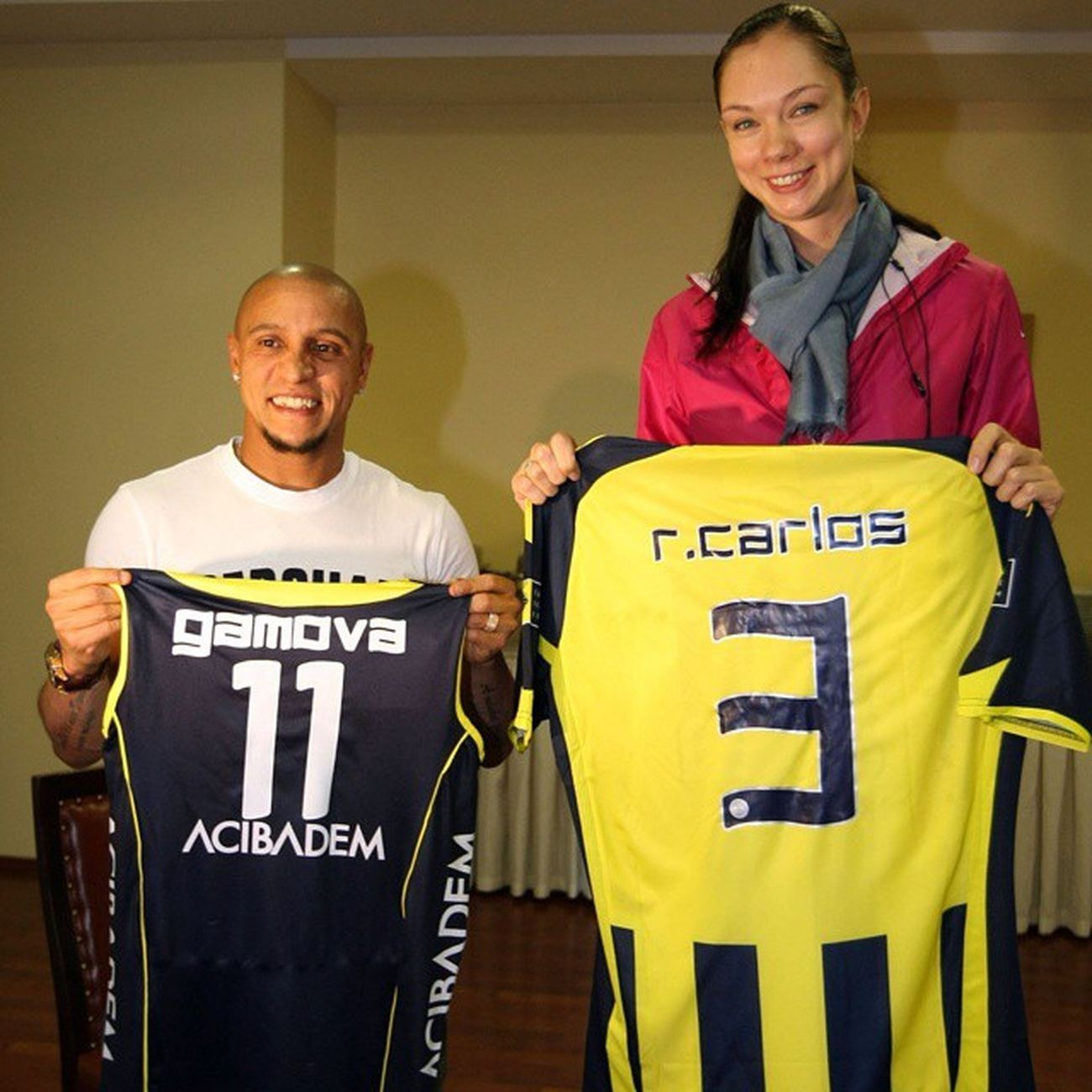 Once upon a time Fenerbahce  Roberto Carlos (168 cm), Brazil with Ekaterina Gamova (202 cm), Russia at Fenerbahçe, Turkey (2009) Fenerbahce  FenerbahceGrundig RobertoCarlos ekaterinagamova gamova brasil football russianvolley russia volleyball voleybol sport nostalji nostalgia istanbul sarikanarya sarilacivert sarimelekler