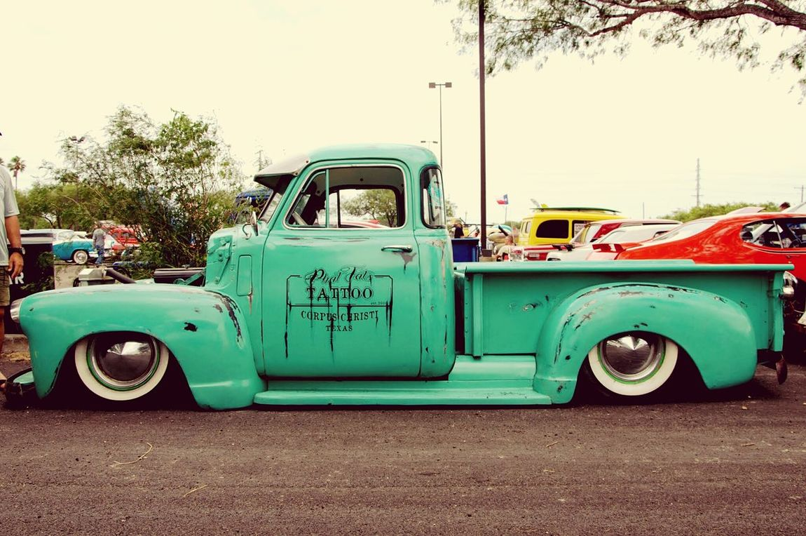 meinAutomoment Vintage Trucks Custom Trucks classic dropped Car Show Relaxing Check This Out Enjoying Life Hanging Out Outdoors Hot Rod Day