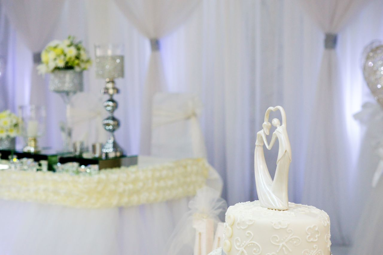 wedding cake Bride Bride And Groom Close-up Day Figurine  Indoors  Mister No People Reception Table Wedding Wedding Wedding Cake Wedding Photography White Wedding Cake
