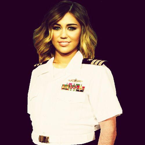 Ufficiale Di Marina$ Miley Ray Cyrus Selfie ✌ EyeEm Divisa MilitareMaina Justin Bieber Ufficiale
