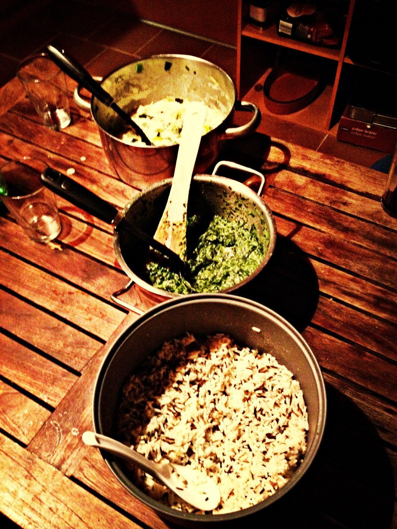 Der Kantinenbereich schließt. Für morgen dann Porree, Spinat und Wildreis an einer Gewürzkombi mit Curry, Muskat und Pfeffer.