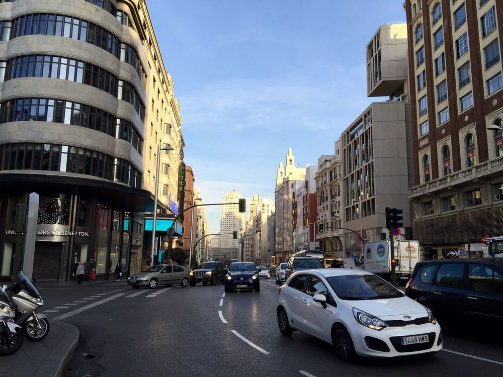 Check This Out Hello World Relaxing Taking Photos Enjoying Life Arquitecture Edificios Plaza De Callao Streetphotography IPhone IPhone 6 S Plus Taking Photos Check This Out Cars Trafic Tráfico