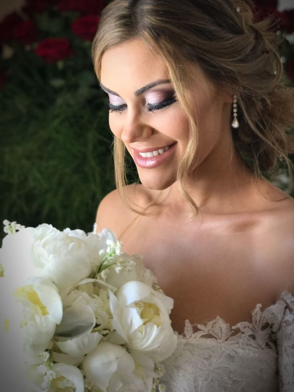 Teresa... ❤️❤️❤️❤️ Flower Beautiful Woman One Person Bouquet Smiling Rose - Flower Bride Wedding Happiness Beauty Celebration Real People Wedding Dress Close-up Freshness Young Adult Lifestyles Life Events Outdoors Young Women Wedding Photography