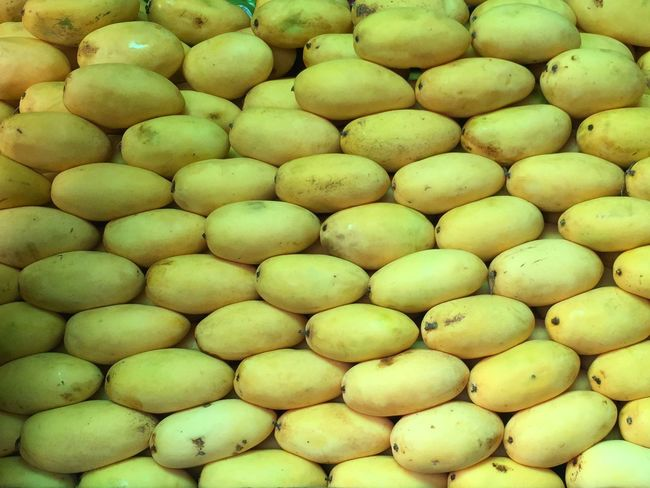 Cebu Mango Mango Freshness Abundance Food And Drink Large Group Of Objects Full Frame Healthy Eating Backgrounds Food For Sale Fruit High Angle View Close-up Yellow Repetition Retail  Green Color Vibrant Color No People Extreme Close Up Heap