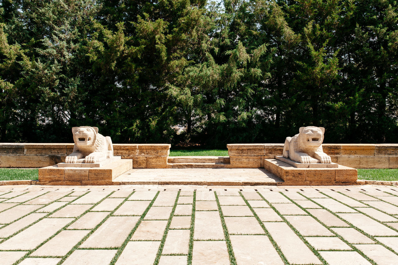 Animal Themes Anıtkabir Chess Chess Board Day Nature No People Outdoors Sculpture Statue Tree