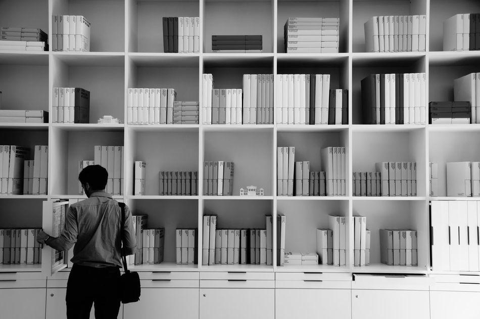 Beautiful stock photos of bücher, Arrangement, Bookshelf, Casual Clothing, Choice