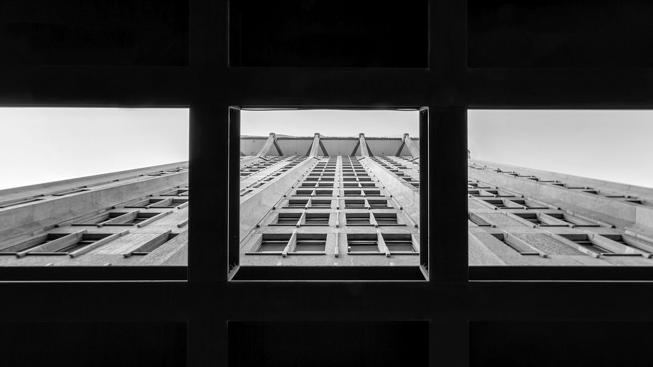 Torre Velasca Architecture Built Structure Building Exterior No People City Sky Torre Towers And Sky Vertical Symmetry Vertical Velasca Milan,Italy Blackandwhite Photography Outdoors Architecture Blackandwhitephotography The Architect - 2017 EyeEm Awards