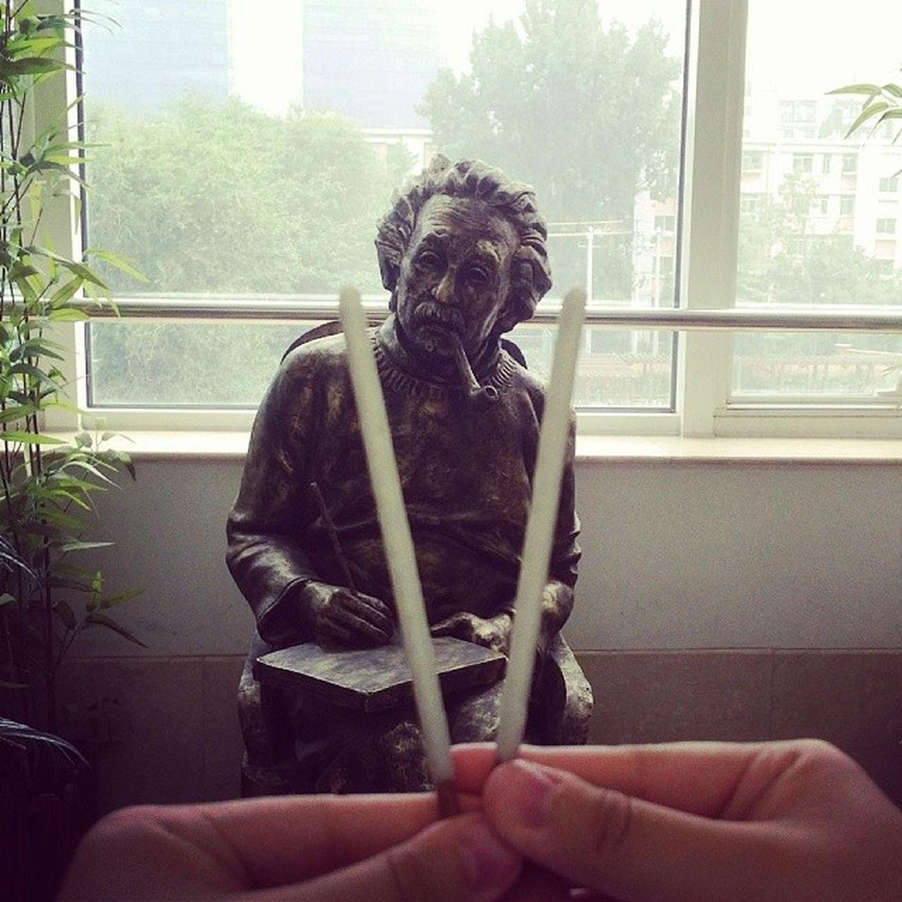 拿Pocky 拜学霸 ?保佑物理 上85拜托 拜托拜托拜托拜托 Albert Einstein
