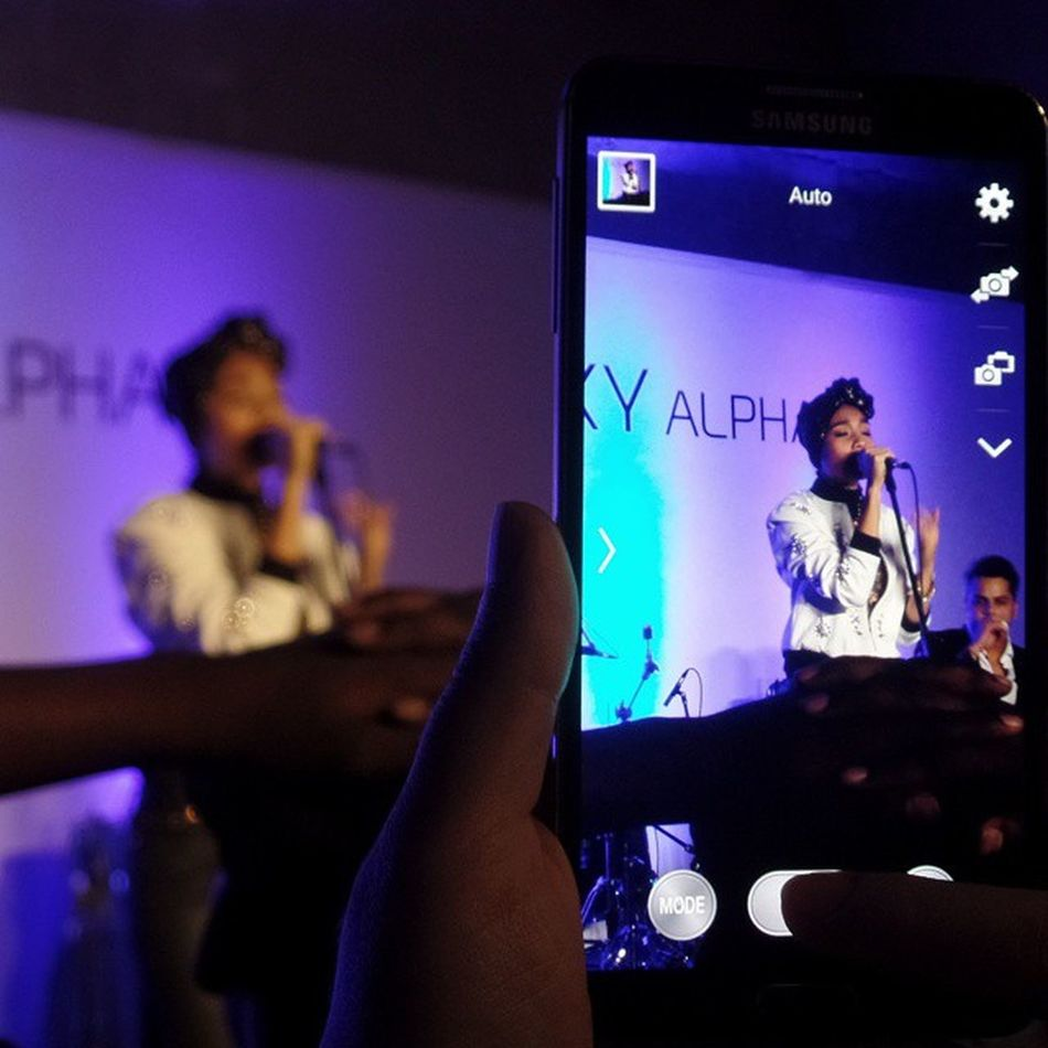 How meta. Great to have finally seen @yunamusic live. Even better because it was a small intimate venue. GallerieAlpha