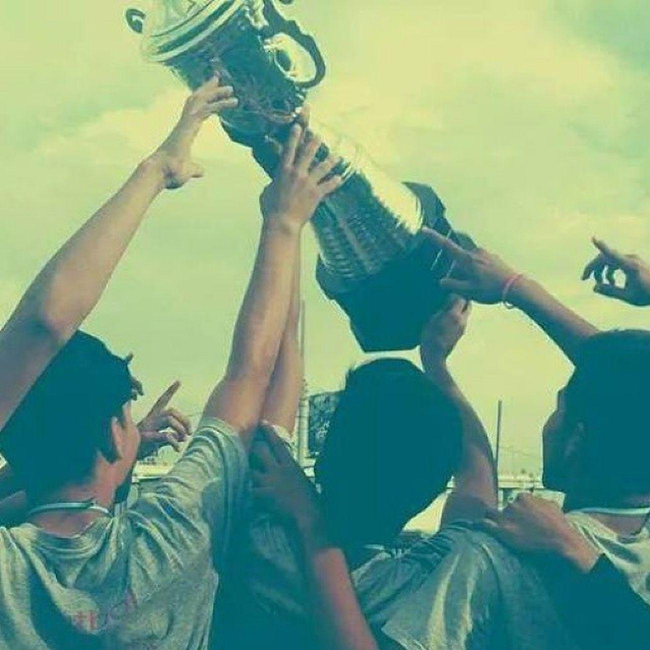 Pocas son las medallas que tengo, pero la que hemos ganado hoy es la mejor de todas. Hoy tocamos la gloria :3 RealGuasaraposFC Campeao LaPrimeraDeMuchas
