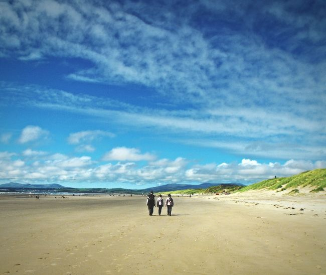 ... travel through fleeting moments of Happiness ... Walking Beach Sand Playa Wales North Wales Coastline Coast Harlech Summer Family Kids A While Ago Clouds Seaside Seascape Hills Mountains пляж семья прогулка