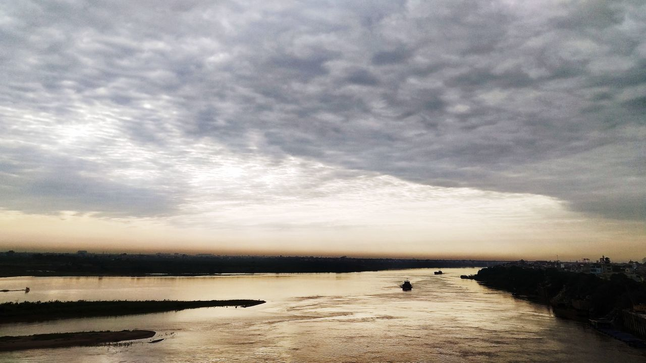 Sự Sống Morning Vinhtuybridge Nature Hanoi Landscape Sunlight View Eyeemvietnam Red River Boats⛵️ Clouds And Sky Somewhere In My Life Enjoying Life Sky Beauty In Nature
