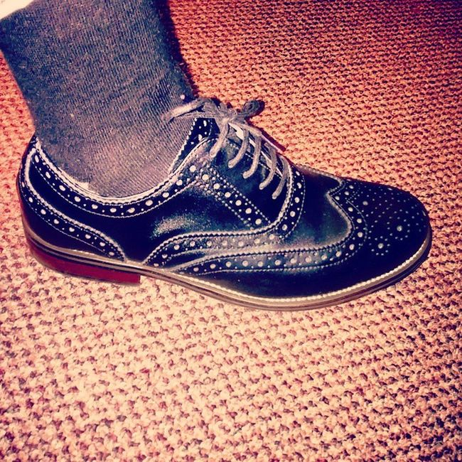 Shoe game for the day black and wood grain Wingtips
