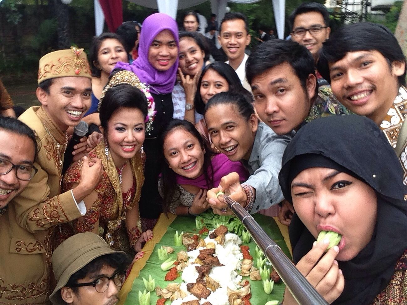 Happy wedding day katik dan tania Wedding Bestfriend Selfie Friends
