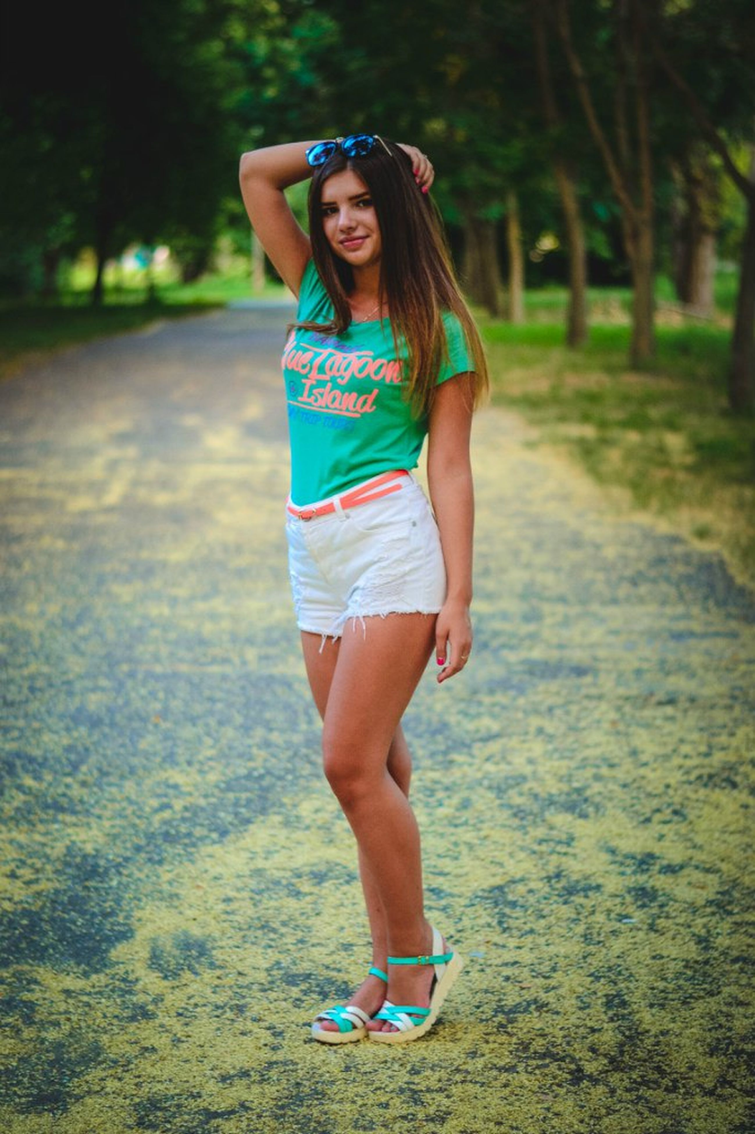 young adult, person, lifestyles, young women, portrait, looking at camera, casual clothing, front view, leisure activity, standing, full length, smiling, tree, long hair, fashion, sunglasses, happiness