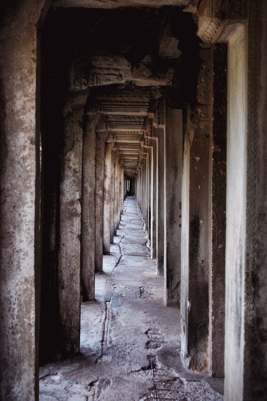 history, indoors, architecture, the way forward, no people, built structure, architectural column, corridor, day, ancient civilization