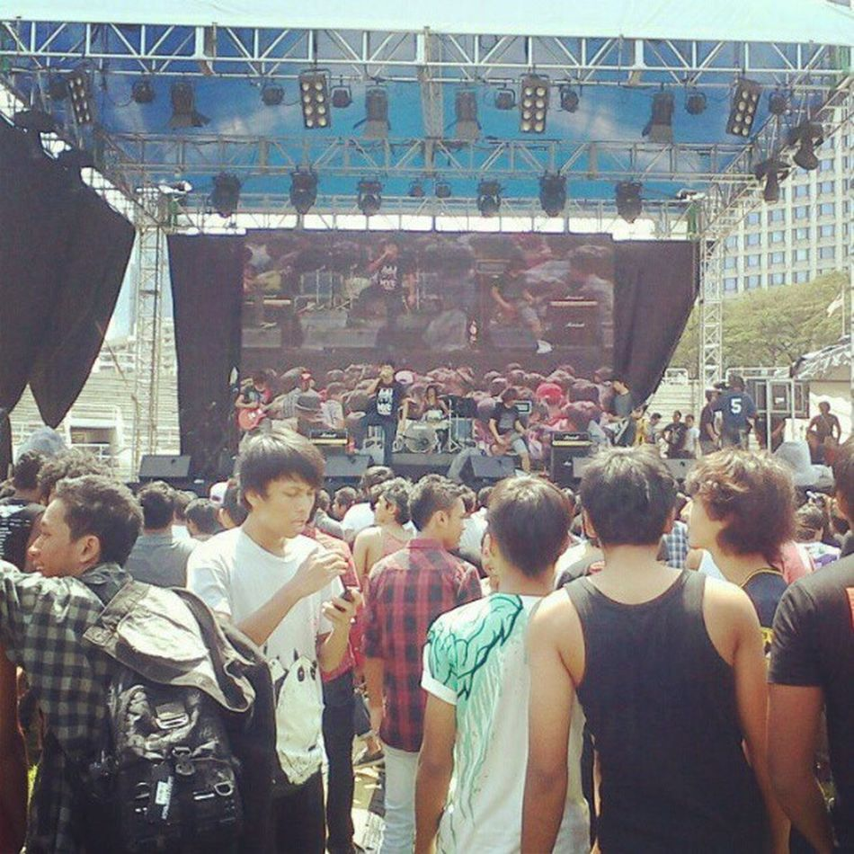 I, Revival takes place. Get the crowd in sores ! OldMemories Rocktheworldfest MyMC