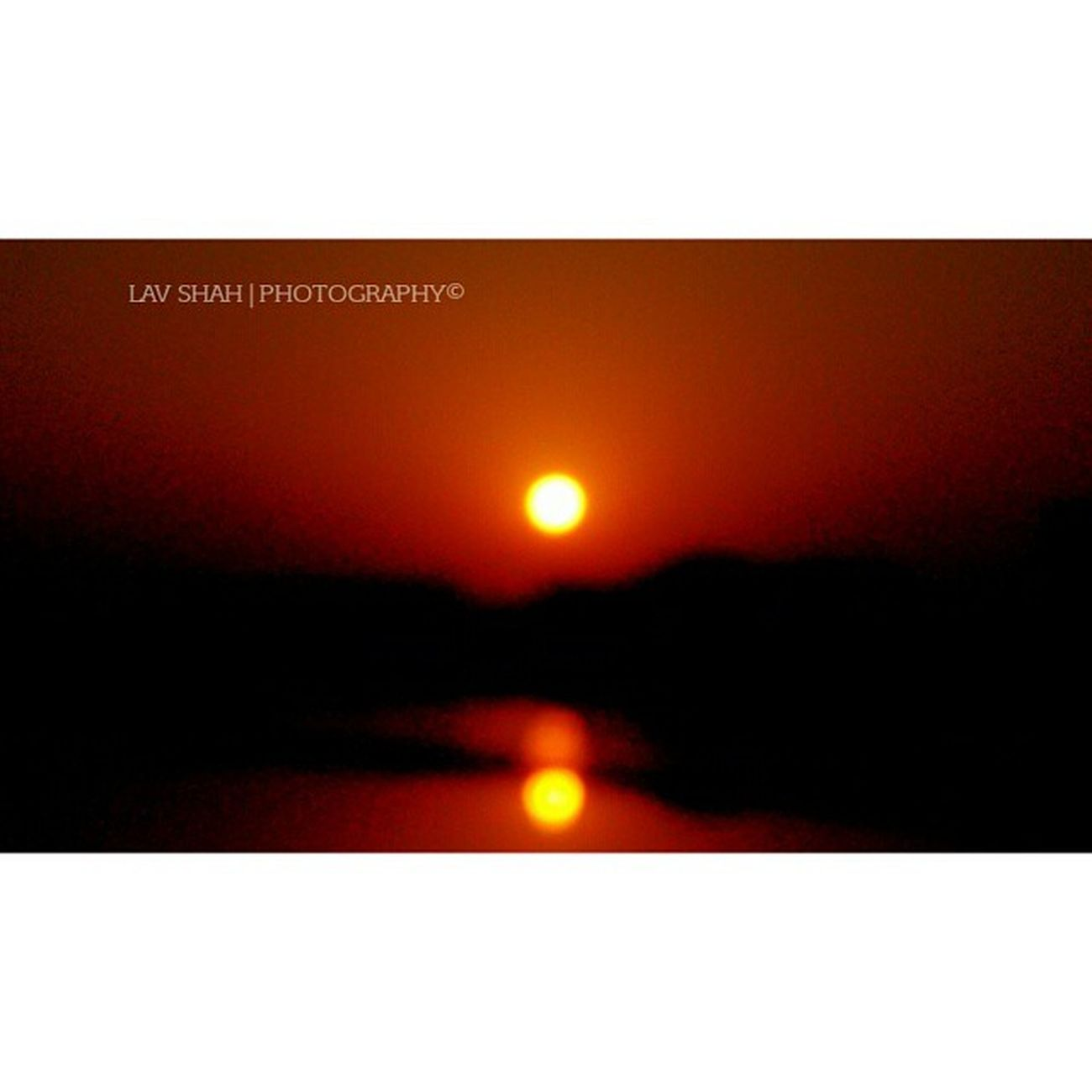 "A Complete Reflection Of sun in River ""TAPI""..! Nofilters Nature Naturalclick Sun Sunshine Sunset Reflection River Tapi Surat_promotions Suratpride Surat_igers Suratphotography Ig_surat Ilovesurat Igsurat India_clicks Iamsuratcity"
