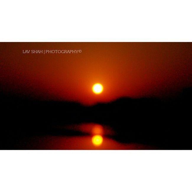 "A Complete Reflection Of sun in River ""TAPI""..! Nofilters Nature Naturalclick Sun Sunshine Sunset Reflection River Tapi Surat_promotions Suratpride Surat_igers Suratphotography Ig_surat Ilovesurat Igsurat India_clicks Iamsuratcity"