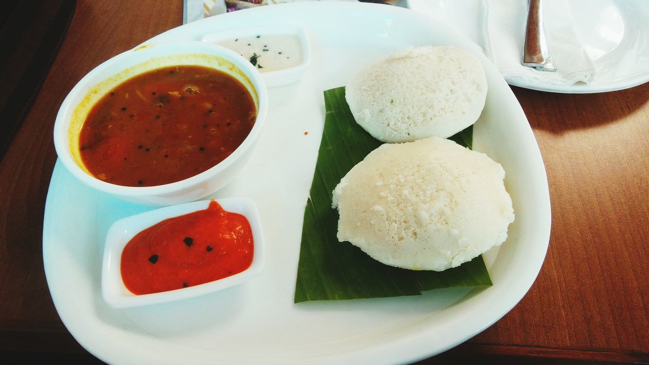 Time For Breakfast  Breakfast ♥ The EyeEm Breakfast Club Indianfood Foodporn❤️ Idlis And A Couple Of Chutneys Idlis Sambar Chutneys
