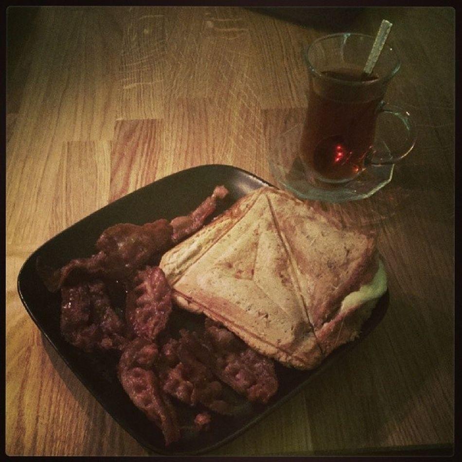A real man cooks his own food Toast Bacon Dahvo Hadid assyriansuryoyoförmångamatbilderhungrigfoodfoodpornmuklodaimetänktesahaOhanna