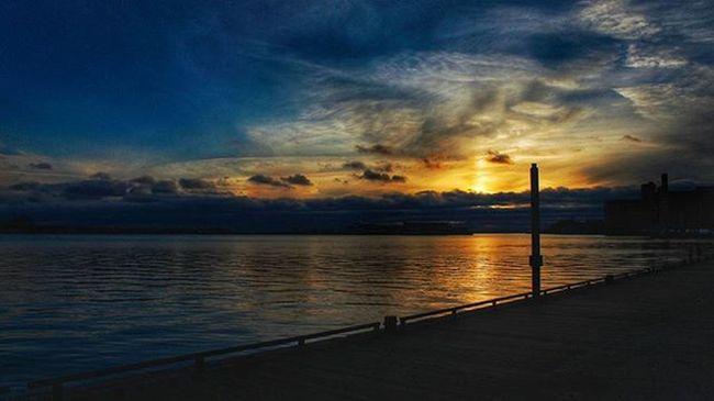 Toronto TorontoCLICKS Ontario Mybackyard Mycity Photo Sunset Queenquay Photographyislifee