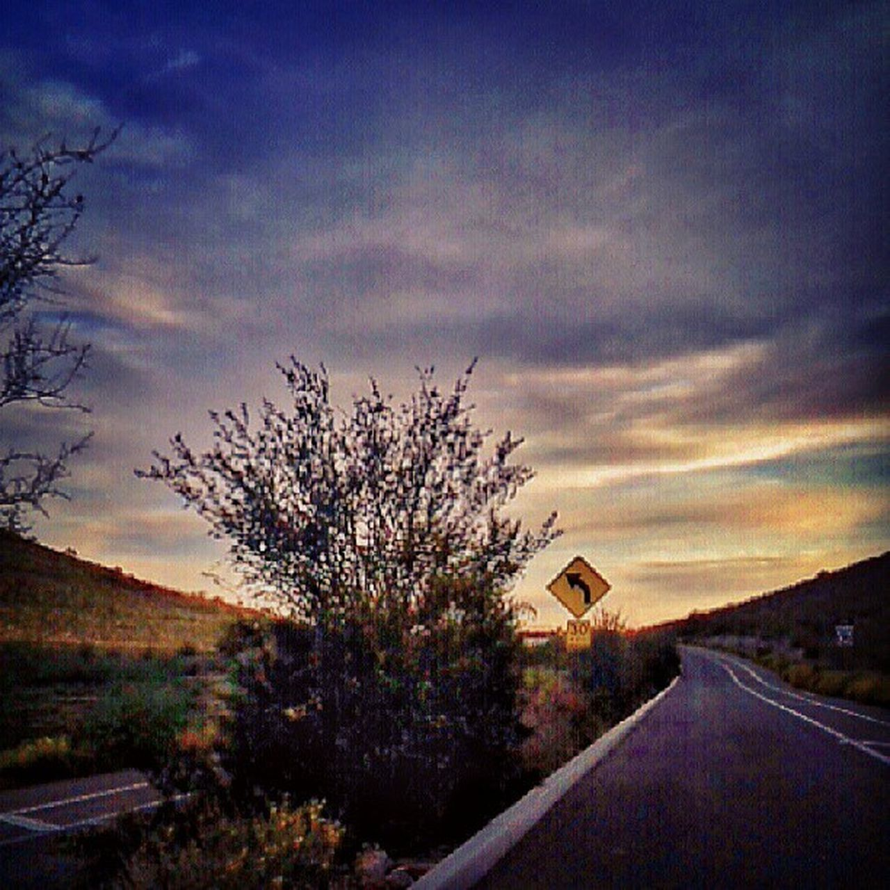 Instagramaz Glendaleaz Igersphx Igarizona Eveningdrive Sunsets Ontheroad Overthemountain Pinnaclepeak Desert Median Bushes Landscape Beautifulscene Cloudporn Skyporn Citylifeinaz Speedsign 30mph Instasky Instagramhub Igersonly Goodevening  Arizona Arizonahighways @arizonaskies @sunsetsgram @ibeautyofnature nature pixlrexpress drivebyphoto loveit peaceful :)