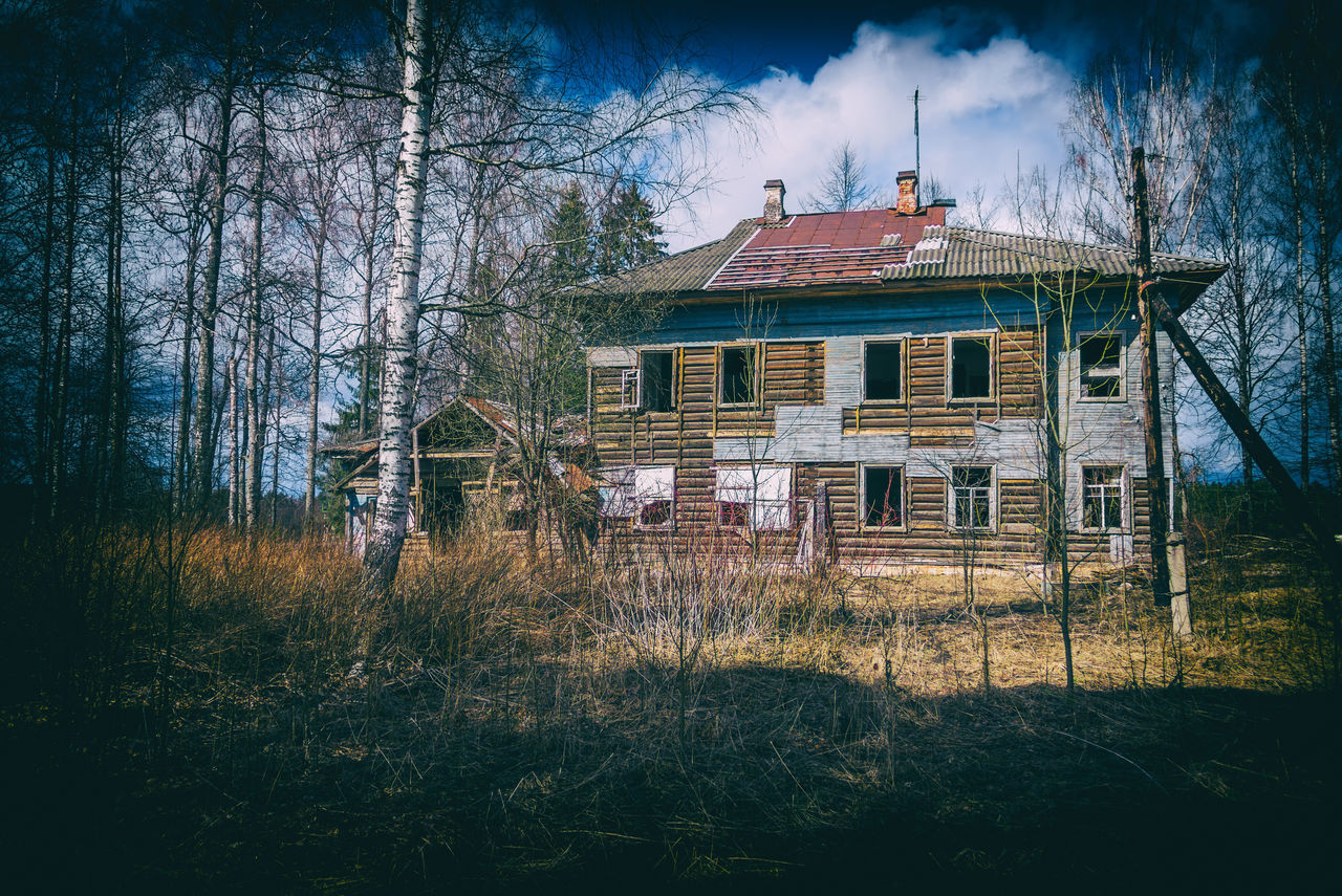 Abandoned medical sanatorium. In the 20th century, the sanatorium was used as a treatment sanatorium and summer camp. Abandoned Architecture Building Exterior Built Structure Day House Landscape Nature No People Outdoors Sanatorium Sky Tree Window